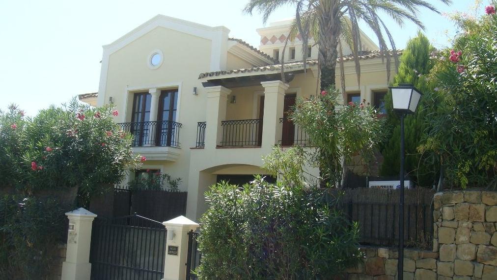 VL1603 | Villa in Nueva Andalucia