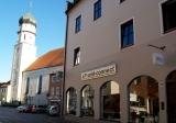 Wir sind im Herzen von Schongau - vor dem Geschäft gibt es Parkplätze.