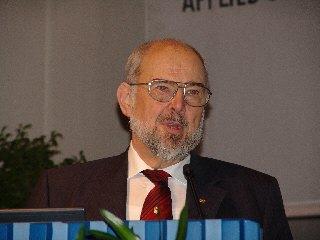Dieses Foto zeigt Herrn Prof. Meuser w�hrend des Vortrags
