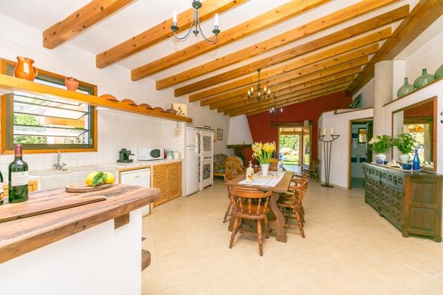 charmante neubauvilla in pollenca ferienhaus lloisa detailinformationen mallorca. Black Bedroom Furniture Sets. Home Design Ideas